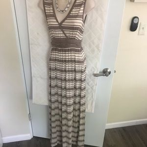 V-neck long max dress size s